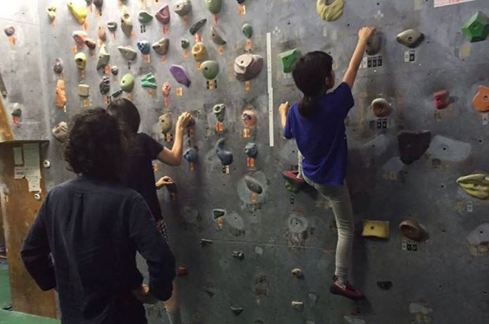 ボルダリングのコツははしごを上るように登る