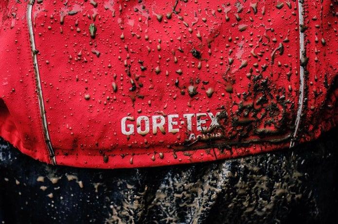 泥だらけのゴアテックスジャケット