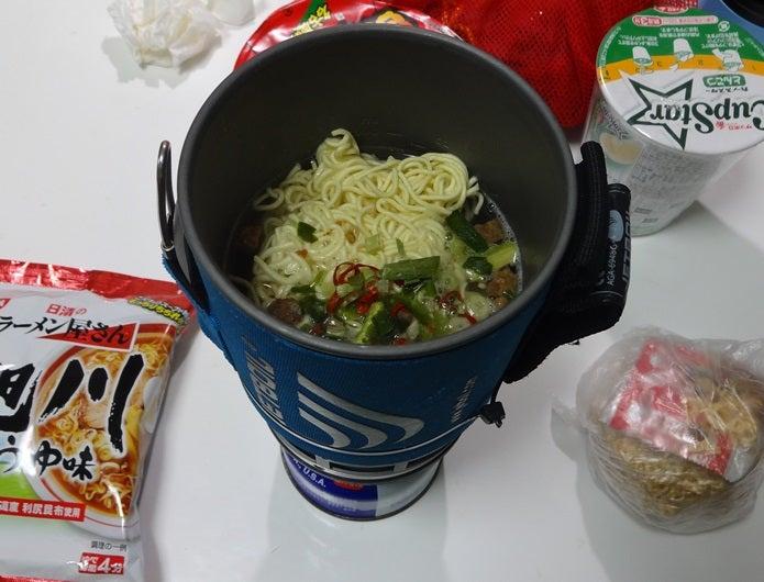 登山料理の定番であるラーメン