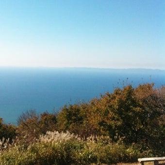 山頂付近のベンチと日本海_隅