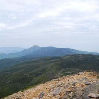 八ヶ岳登山に東天狗岳から蓼科方面をのぞむ