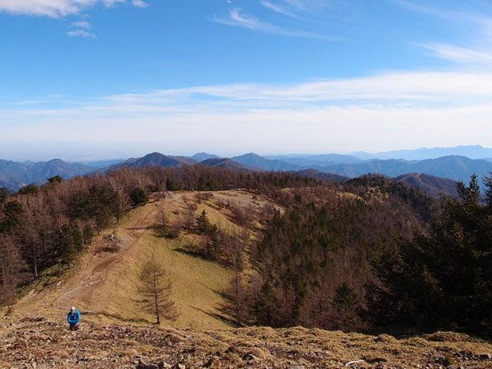 雲取山頂から石尾根へ下る道