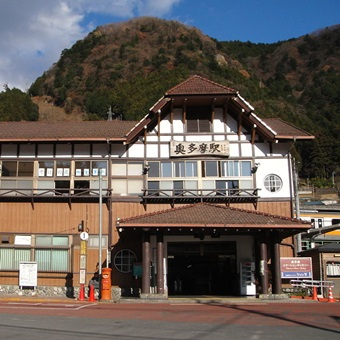 1024px-Okutama_Station_in_Okutama,_Tokyo_3_済