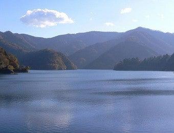 800px-Lake_Okutama