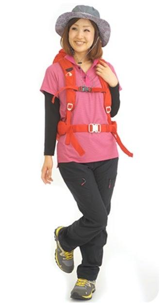 ピンクが指し色の山ガールファッション