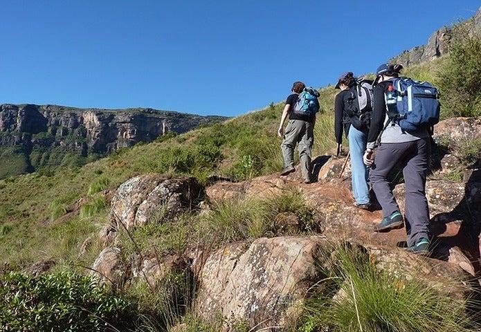 hiking-76874_640