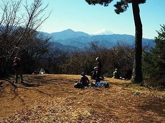 小仏峠から小仏城山につくと富士山の絶景が見える