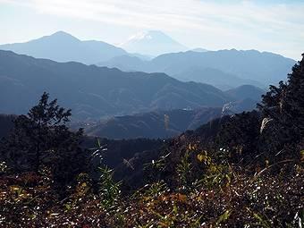 小仏峠の城山から高尾山へ行く途中の細田屋で再び富士山が見られる