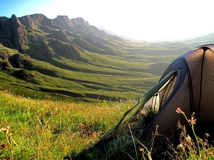 一人用のテントと山