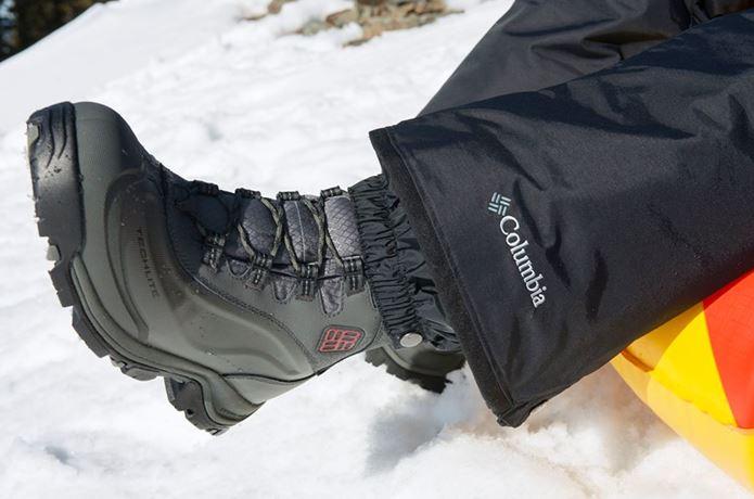 登山靴メーカー「コロンビア」の靴を履いている人
