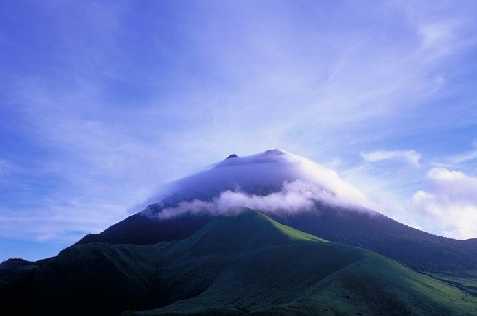 山と雲の画像