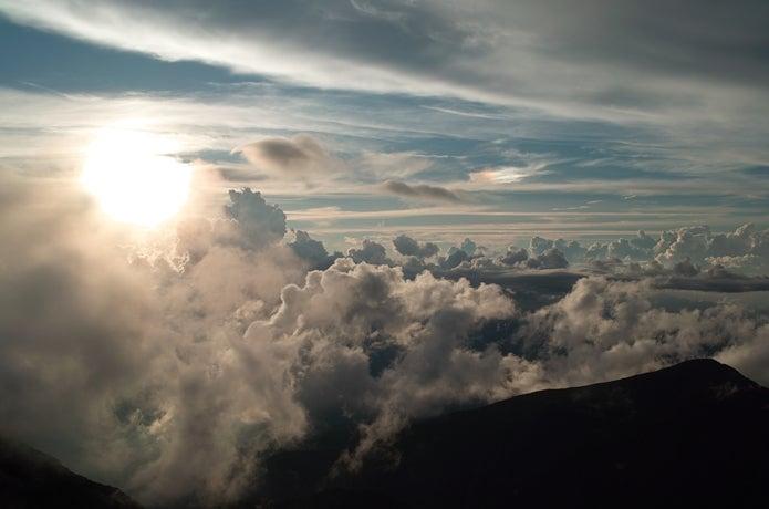 山上の雲の画像