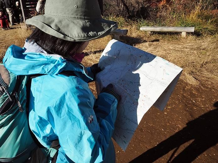 山では頻繁に地図とコンパスを使う