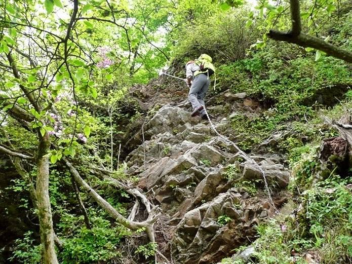 檜洞丸山頂から犬越路の鎖場