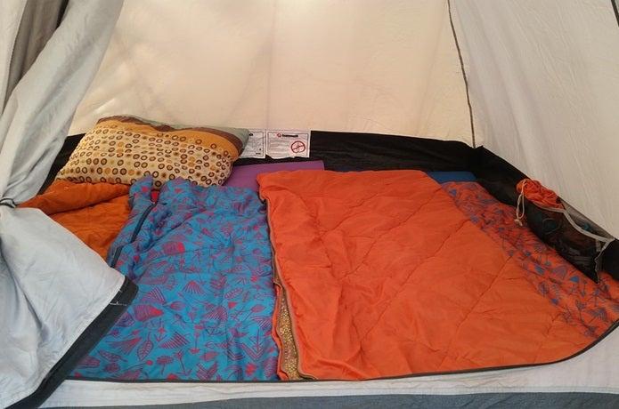 シュラフカバーをつけた寝袋