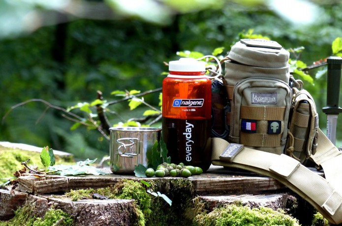 ナルゲンボトルとバッグとコップ
