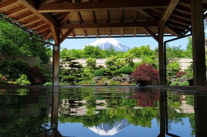 温泉から富士山を見た画像