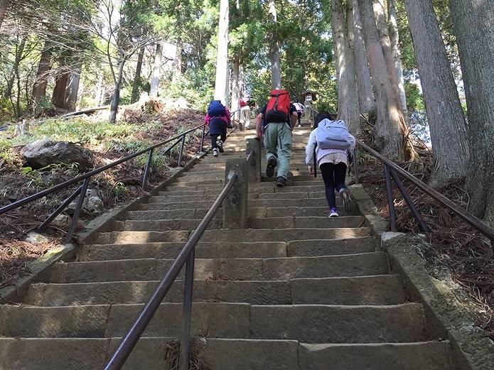 丹沢大山登山口登り階段