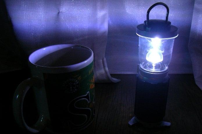 LEDランタンを灯す