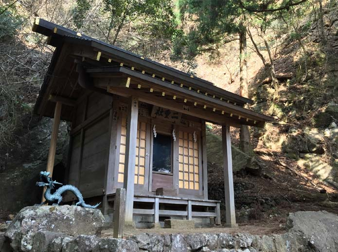 丹沢大山下山路にある神社