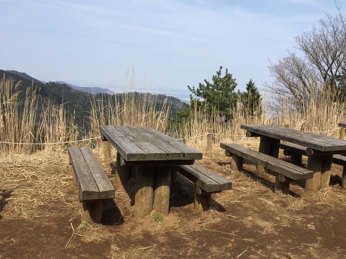 丹沢大山見晴台のベンチ