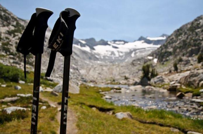 レキの登山ストックと自然