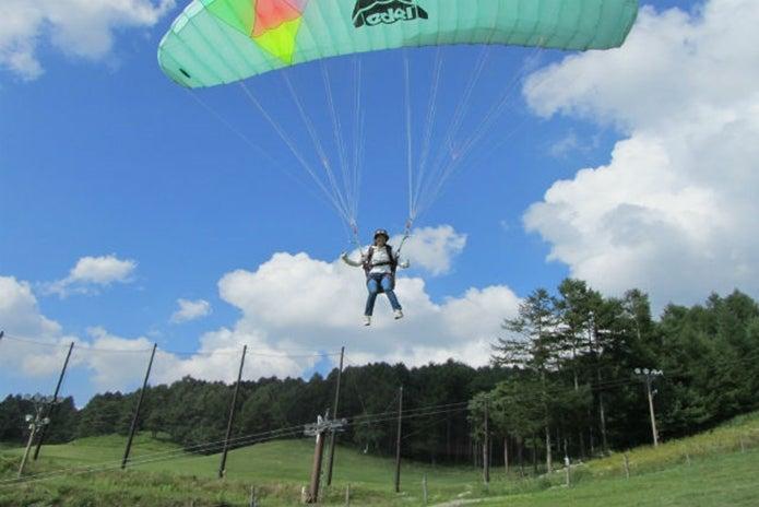 KPS富士見高原パラグライダースクールで飛ぶ人