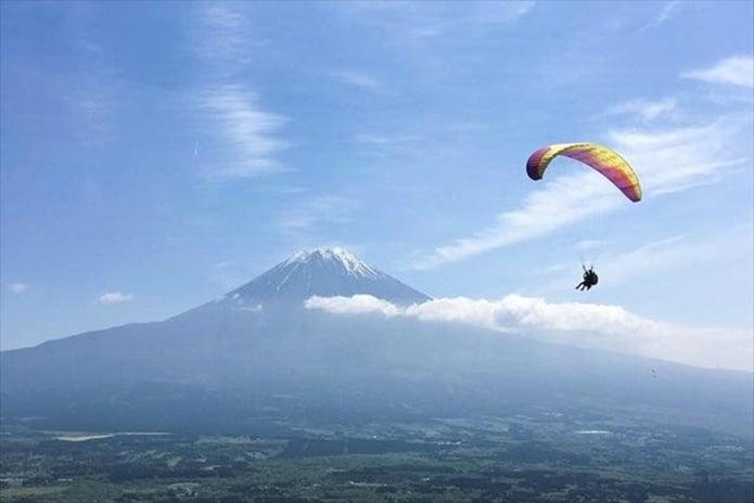 スカイ朝霧 パラグライダースクールで飛ぶ人