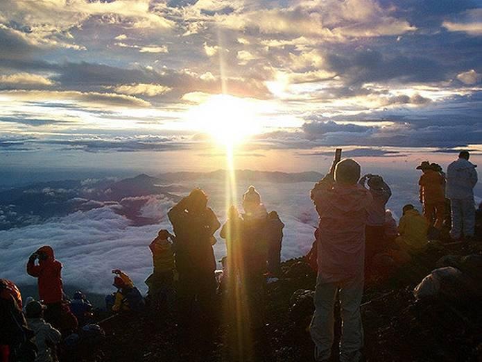 富士山 天気 山頂 御来光待ち