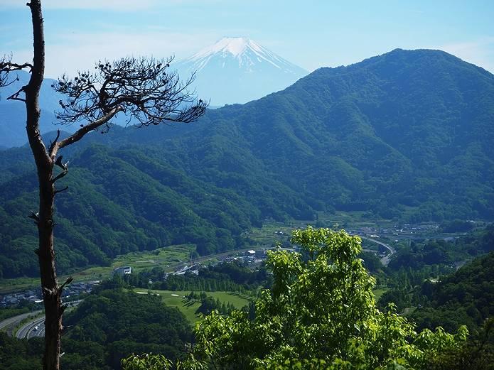 岩殿山 祠前の富士山展望