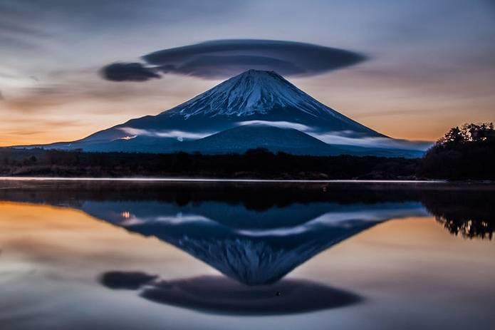 富士山 画像 笠雲の逆さ富士