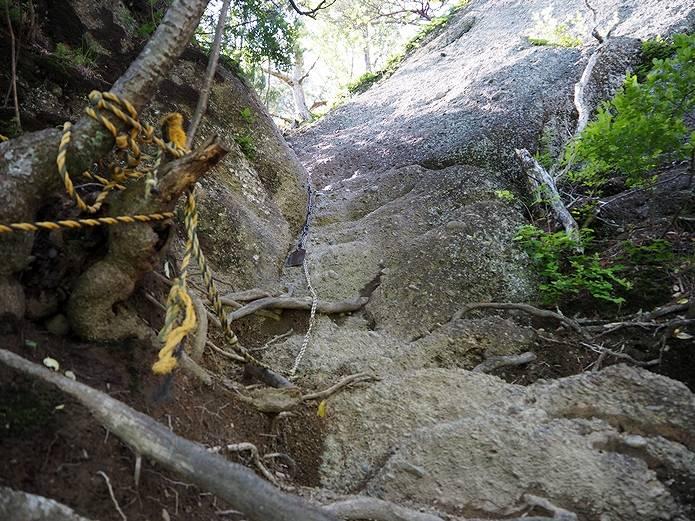 岩殿山 兜岩 垂直の登り