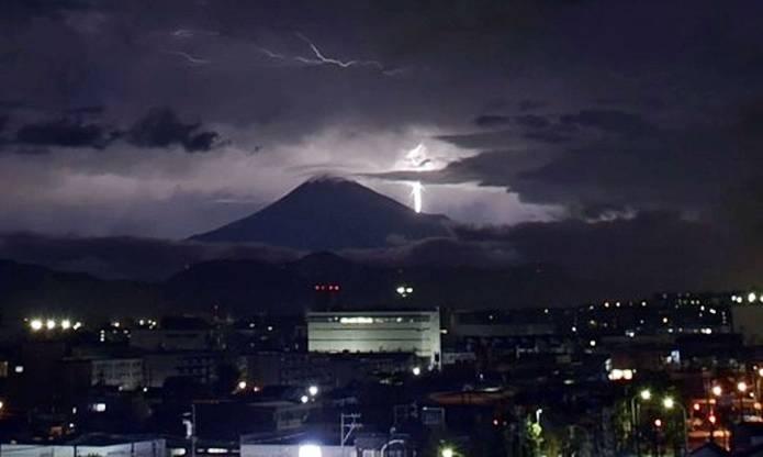 富士山 天気 雷