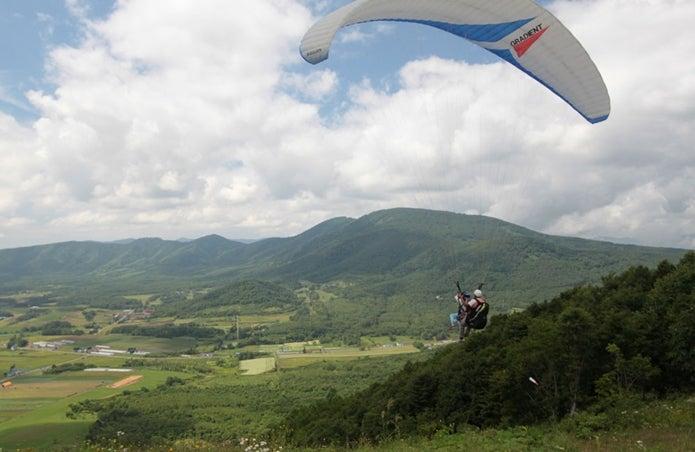 北海道赤井川村でできるパラグライダー