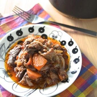 トマト缶で牛すじのワイン煮込み
