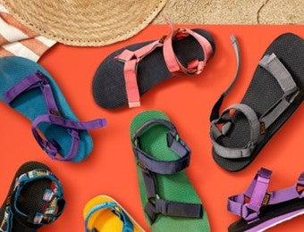 色々な色のテバのサンダル