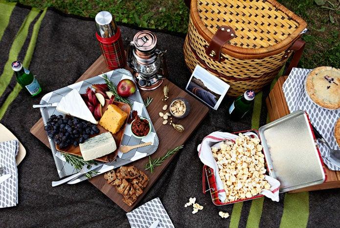 サーモスの水筒を持ってピクニックをする