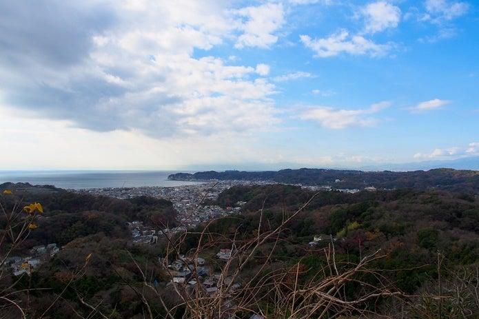 鎌倉ハイキングの頂上の眺め