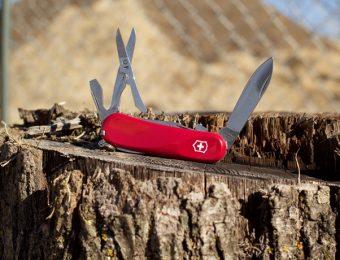 ビクトリノックスの赤いナイフ