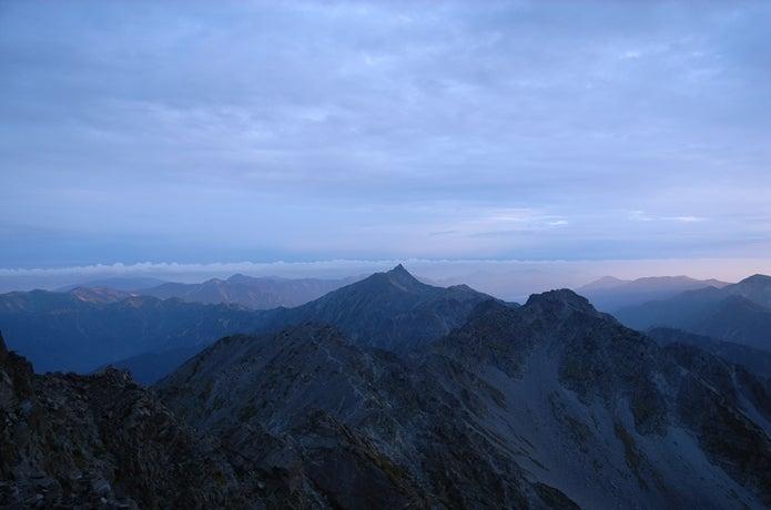 奥穂高から見た槍ヶ岳の画像