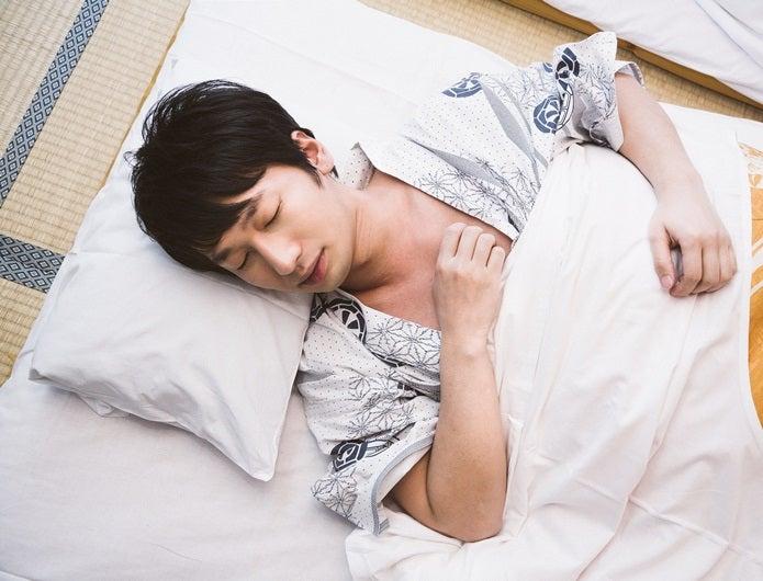 脱水症状防止で寝る人