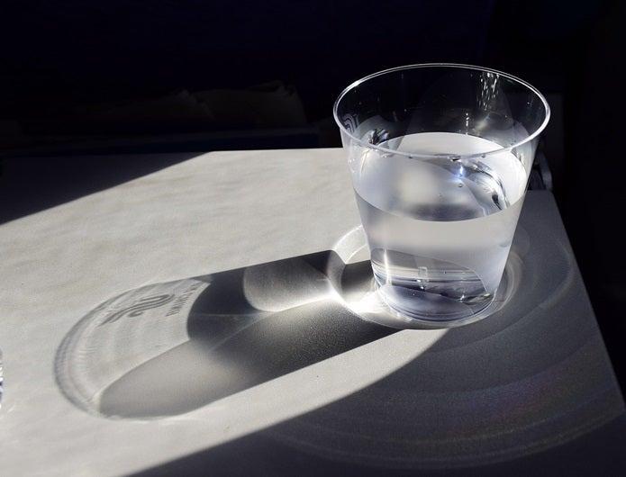 脱水症状防止のための水