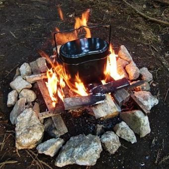 飯盒を火で温める