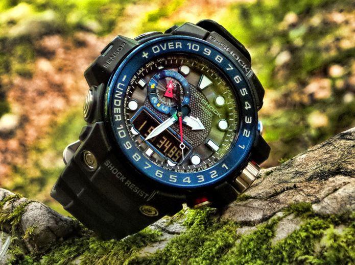 山の中にあるG=SHOCKの時計