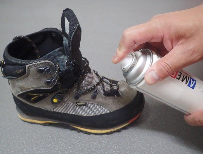 登山靴に防水スプレーをする