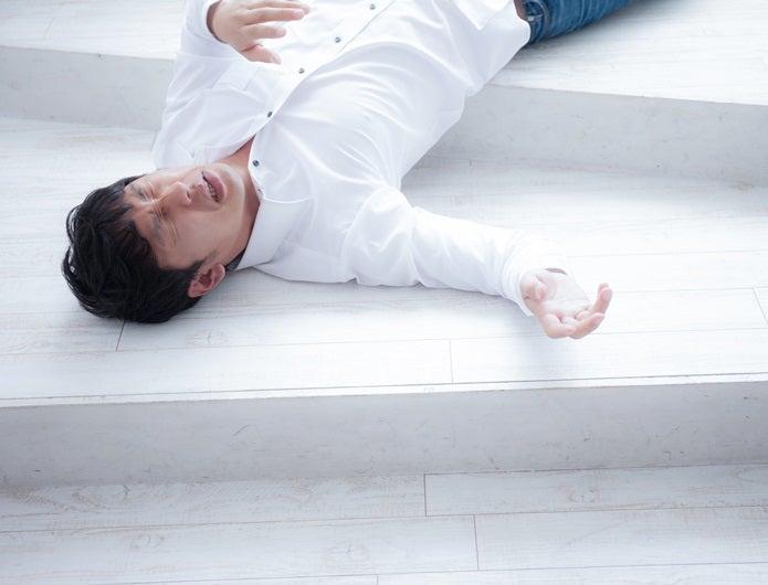 ドクツルタケで苦しみながら昏睡状態になる男性