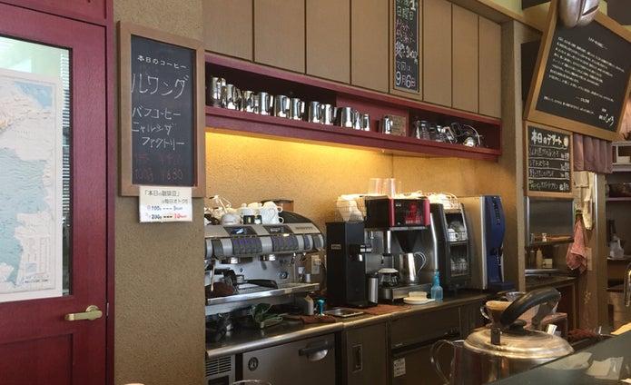 スペシャルティコーヒーを扱う店舗の中
