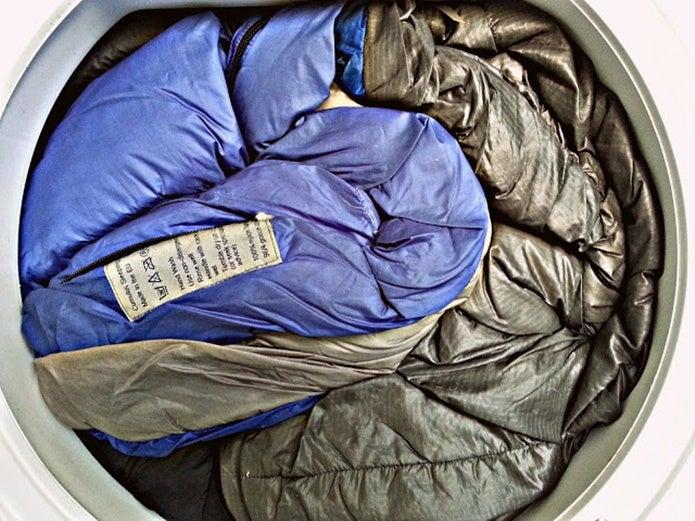 寝袋の洗濯をする