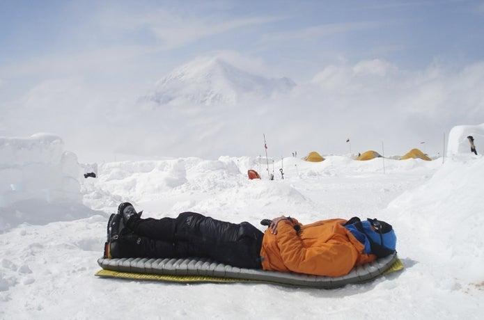 冬に寝袋マットを使う