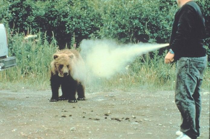 熊よけスプレー